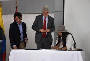 Indígenas muiscas y Alcaldía firman convenio para la construcción de 500 casas
