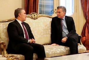 Los presidentes Iván Duque (izq) y Mauricio Macri, reunidos en Buenos Aires.