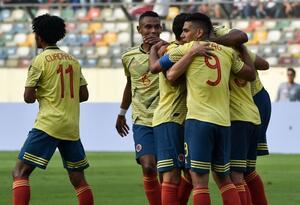 Colombia celebra gol a Perú