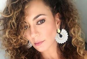 La actriz colombiana dejó ver las sensuales curvas de su cuerpo.