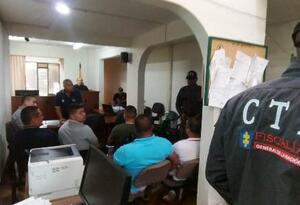 Un juez envió a la cárcel a ocho policías sindicados de asesinato de un hombre en Ansermanuevo