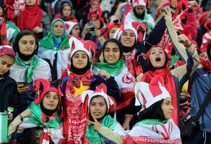 Mujeres en estadios de Irán