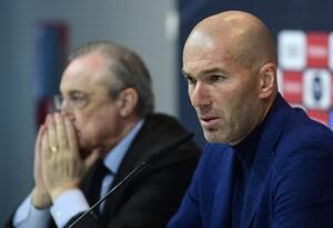 Florentino Pérez junto a Zinedine Zidane en sala de prensa del Real Madrid