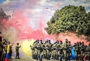 Desfile militar en Medellín por el Día de la Independencia.