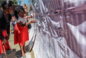 Mujeres participando durante las elecciones en Colombia
