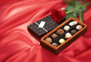 Amor y amistad - Rosas - Chocolates