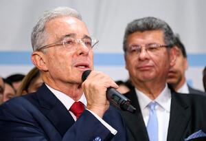 El expresidente Álvaro Uribe Vélez y Jaime Granados, uno de sus abogados defensores