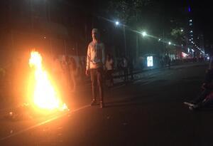 Fuertes disturbios por protestas de estudiantes en los Héroes