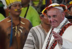 Papa Francisco reunido con indígenas
