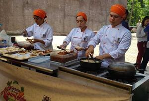 """""""Cocinas móviles"""" recorren los barrios de Medellín."""