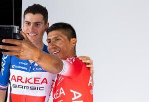 Nairo Quintana en sesión de fotos con el Arkea