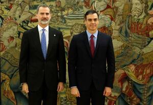 Pedro Sánchez junto al rey Felipe VI
