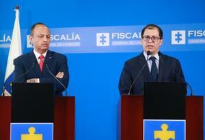 El presidente de la Sala Especial de Instrucción de la Corte Suprema, Héctor Alarcón, y el fiscal Francisco Barbosa