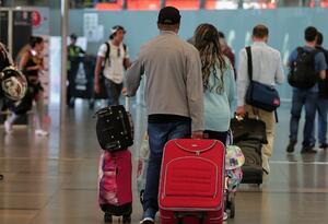 Pasajeros en aeropuerto El Dorado