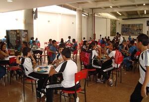 Estudiantes en colegios de Medellín, Antioquia