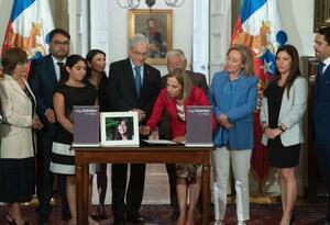 Sebastián Piñera promulga Ley Gabriela
