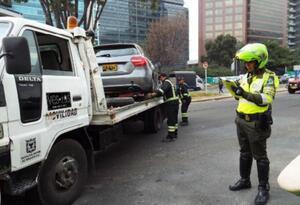 Los vehículos podrán ser recuperados previo pago de la grúa, el parqueadero y las multas que determine el Código Nacional de Tránsito
