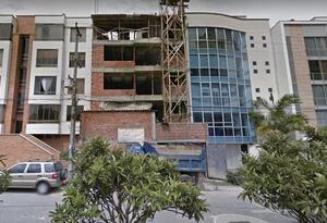 Edificios aledaños reportaron humedades y daños en sus apartamentos.