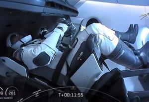 SpaceX - astronautas abordo