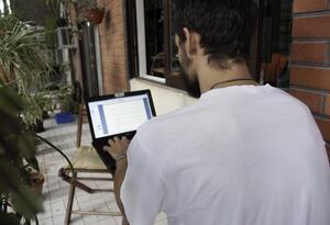 Estudiante en computador