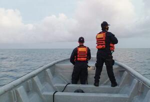 Los uniformados se encuentran desaparecidos en altamar