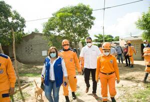 Autoridades asisten a familias damnificadas