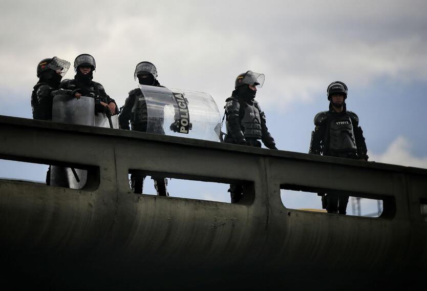 Esmad reprime movilización de estudiantes universitarios en Colombia