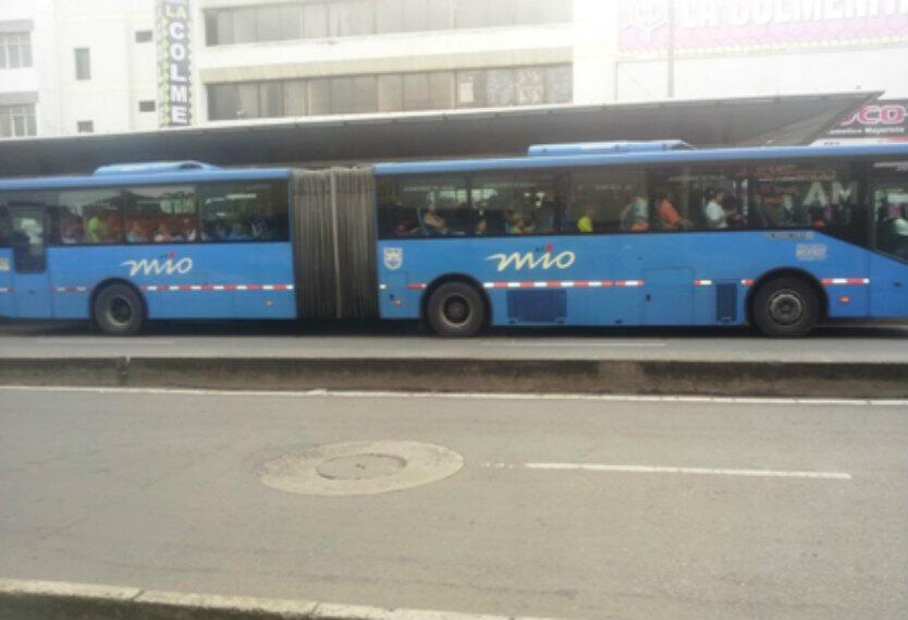 Pareja grabó video porno en un bus MIO — Noticias
