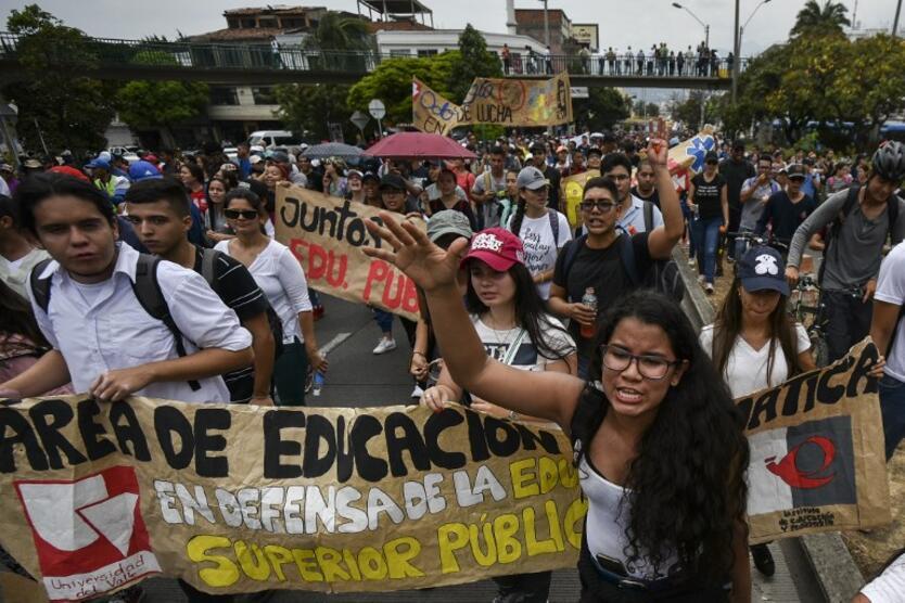 Resultado de imagen para marchas estudiantiles colombia