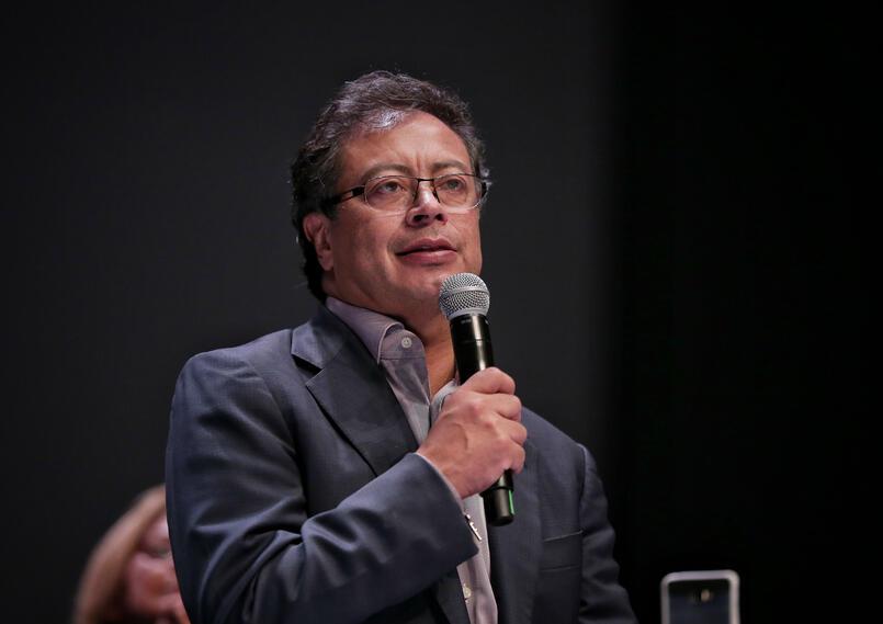 El senador Gustavo Petro, ahora es investigado por los pagarés.