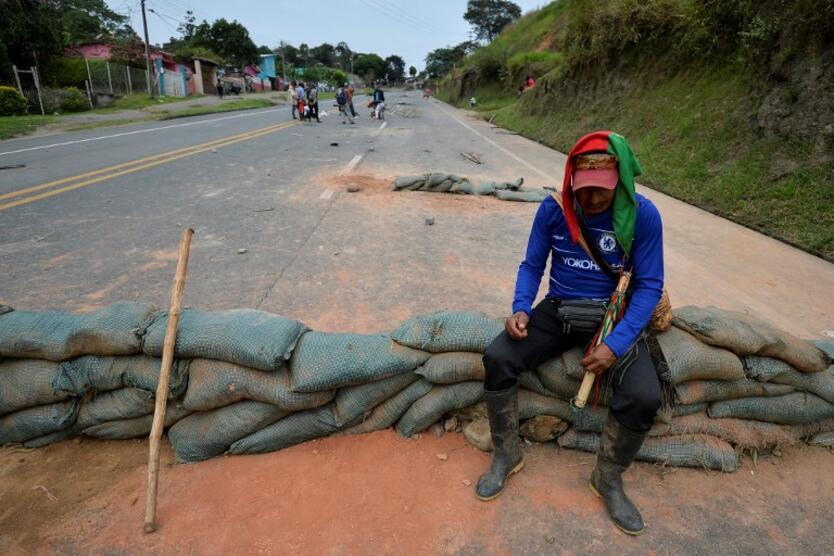 Vía Panamericana bloqueada por indígenas en Cauca