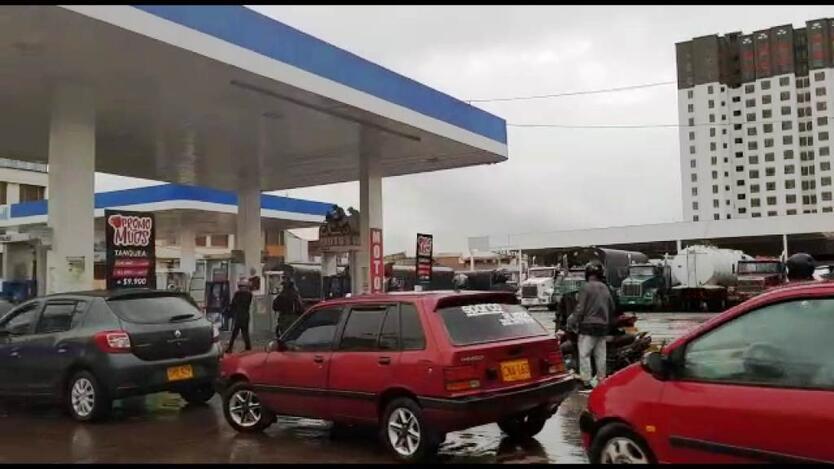 Las Filas en las estaciones de gasolina aparecieron nuevamente en Pasto.
