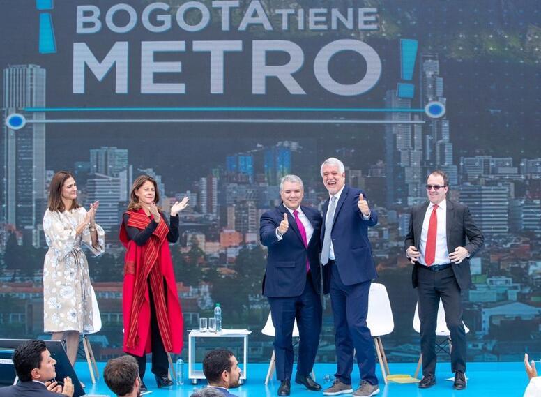 Presidente Iván Duque y alcalde Enrique Peñalosa, durante adjudicación del metro