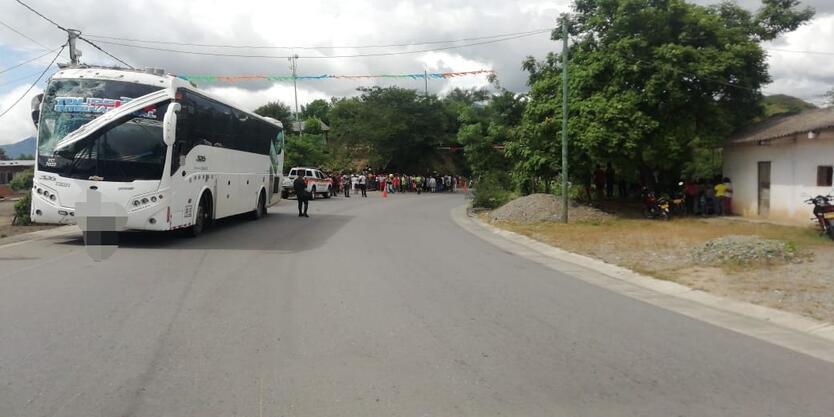 El bus de Turismo atropelló a varios peatones.