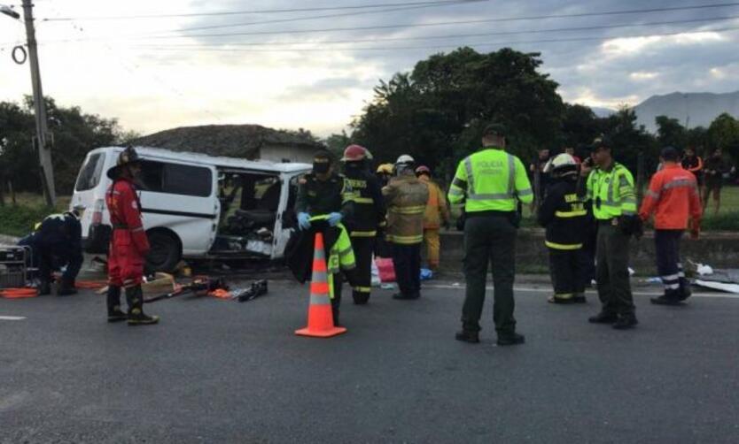 Dos personas al parecer hinchas del América, fallecieron en un accidente de tránsito cuando regresaban de Cali.