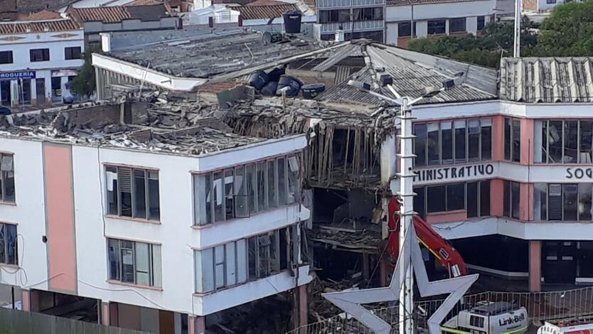 Por fallas estructurales demuelen edificio administrativo en Sogamoso Boyacá