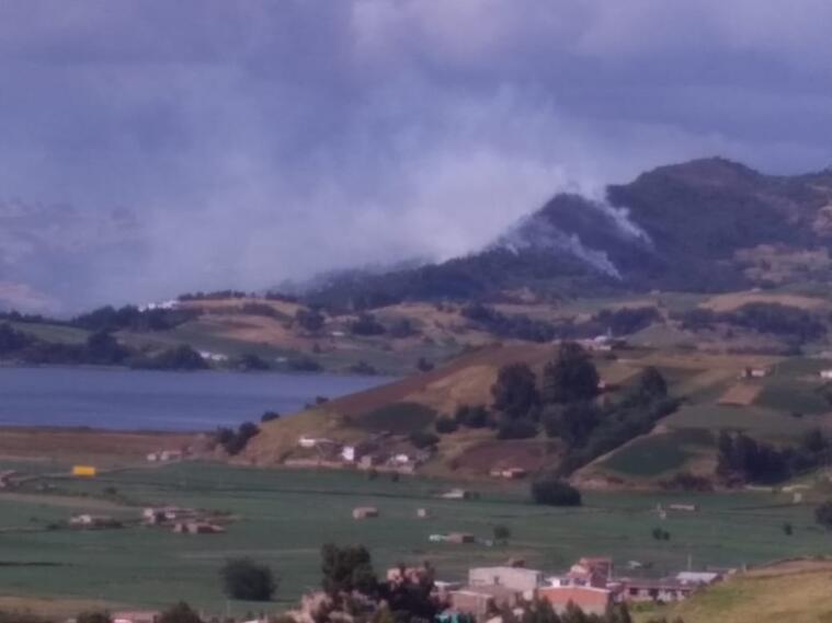 Incendio en cercanías al Lago de Tota en Boyacá
