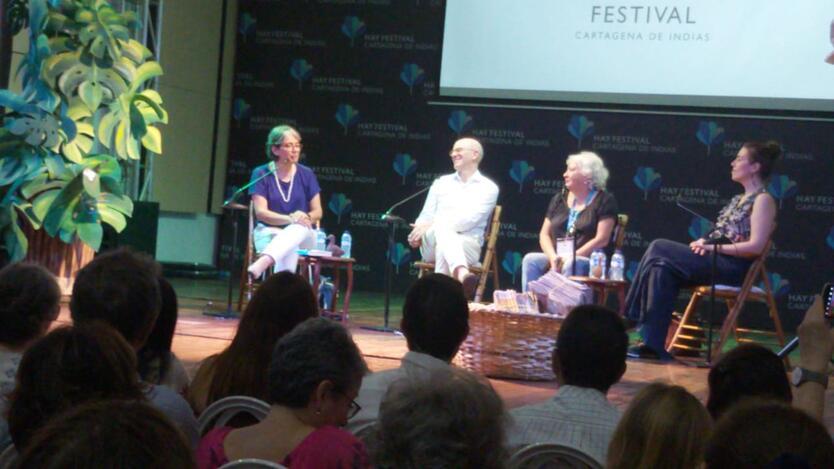 En la charla participaron los periodistas Mónica Gonzalez, Alejandro Santos, Yolanda Ruiz y Martha Peirano