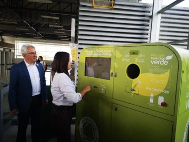 Máquinas de Recarga Verde que están en las estaciones del Metro de Medellín..