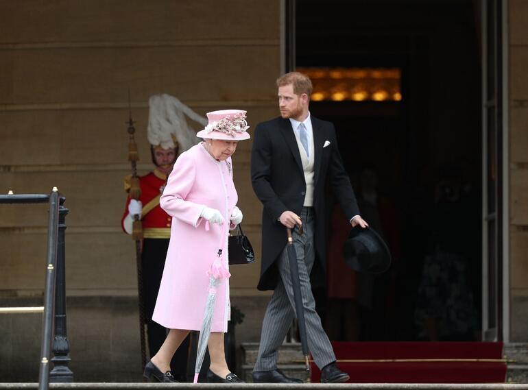 Reina Isabel y Harry