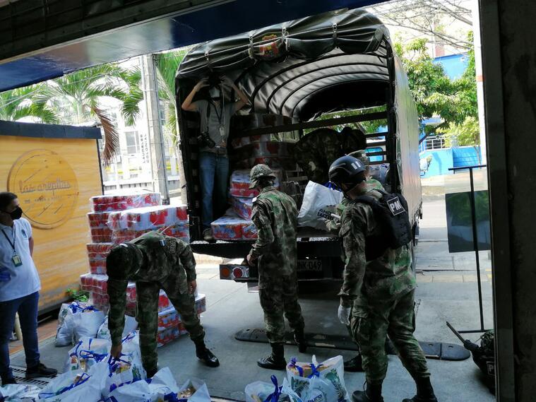 El Ejército también ha entregado mercados en sectores vulnerables de Medellín