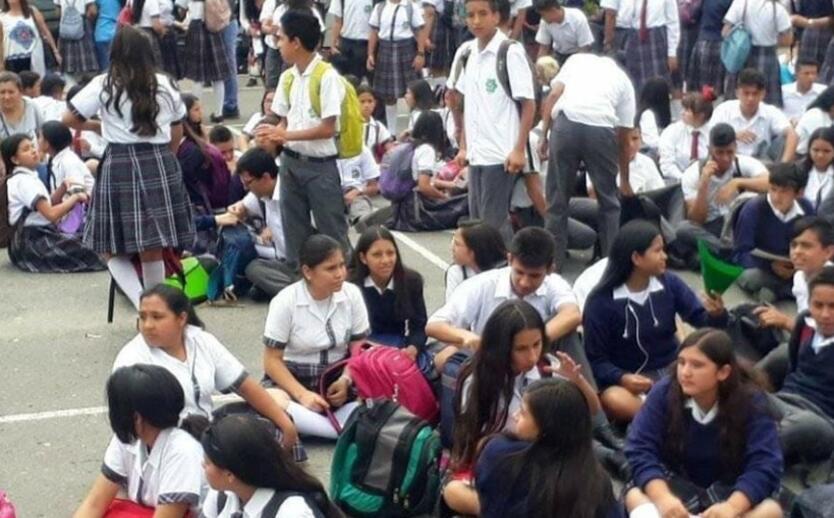 La Gerente del Hospital de Barbosa aseguró que el desmayo de 80 niños en un colegio de Cite, en Barbosa, se produjo por 'pánico colectivo'.