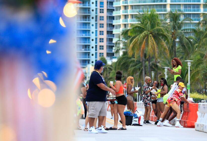 En South Beach las personas se fueron de fiesta como si el coronavirus ya no existiera
