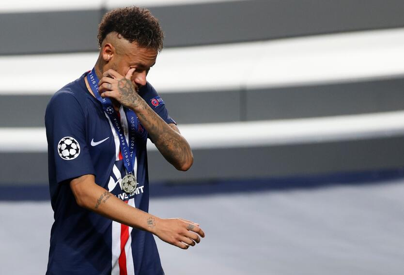 Neymar llorando por perder la Champions League