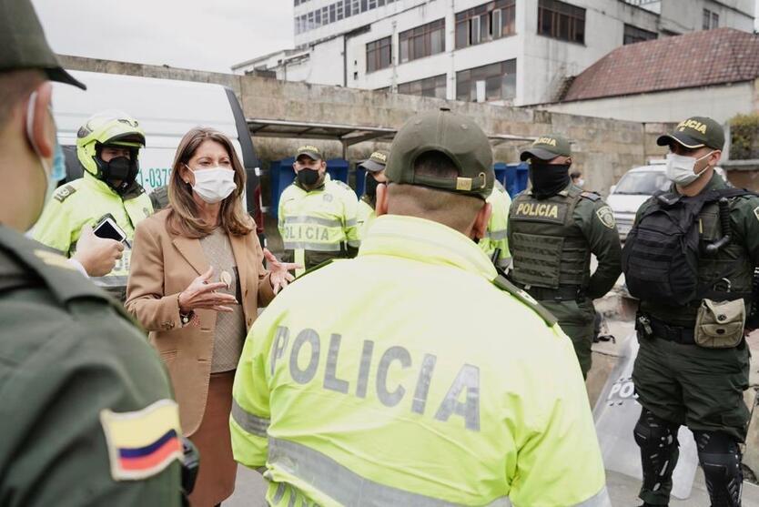 La vicepresidenta visitó dos de los CAI afectados en medio de las protestas