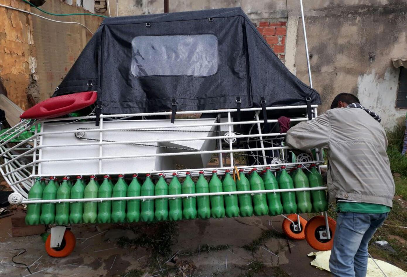 Bote de plástico recorrerá el río Magdalena