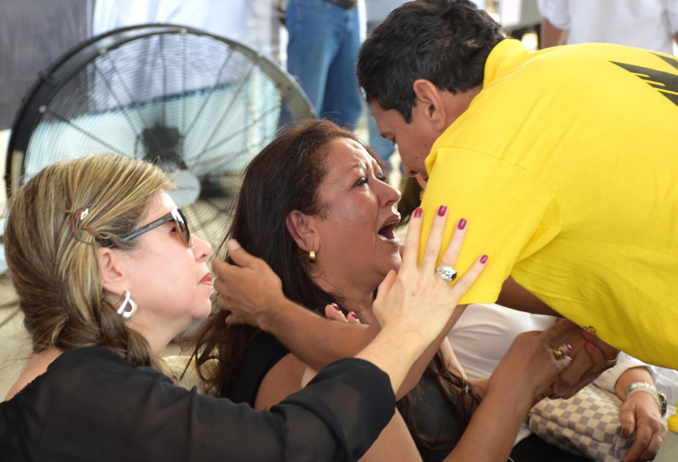 Mamá de Martín Elías durante el funeral de su hijo.