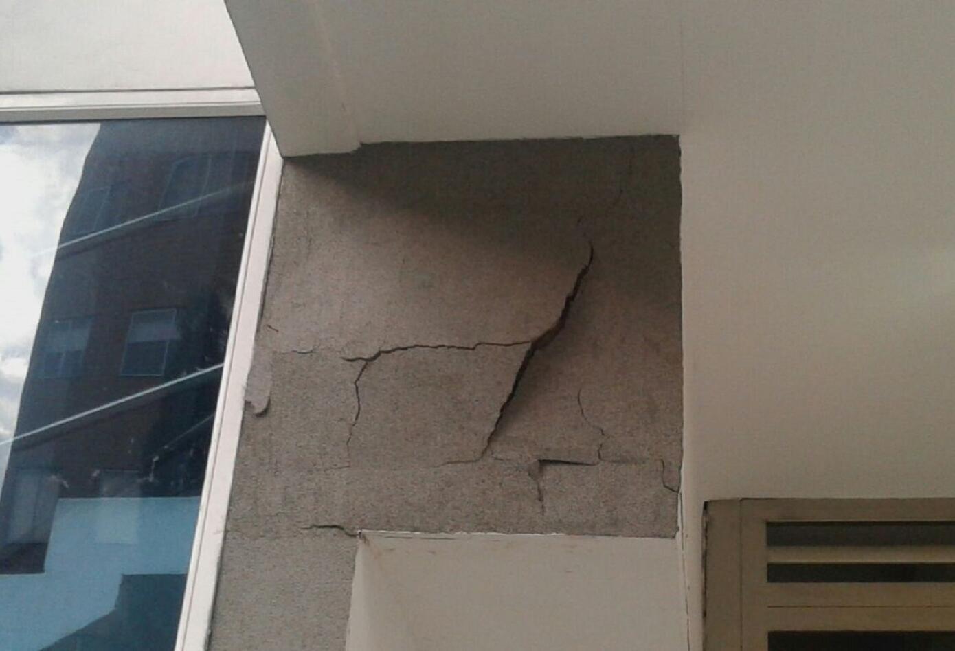 Al igual que la Unidad Bernavento, estas edificaciones presentan fallas estructurales y deterioros por antigüedad.