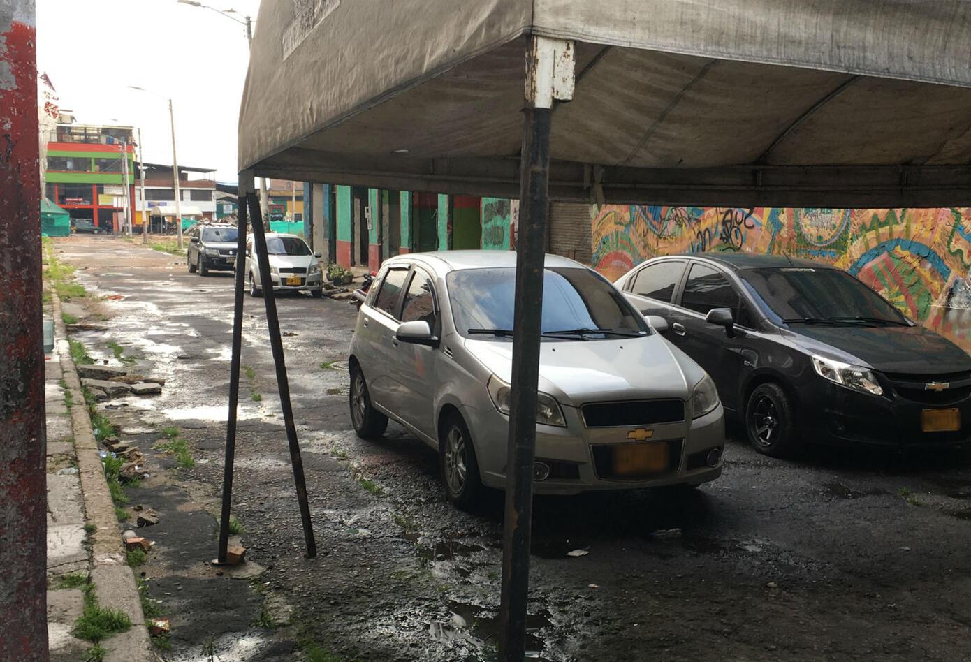 Los carros de los policías se tomaron el Bronx