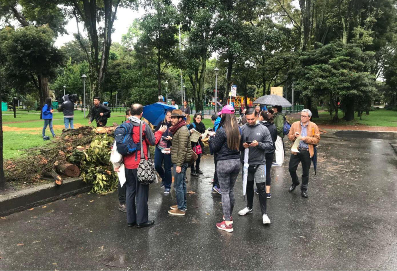 Plantón en el parque El Virrey (Bogotá).